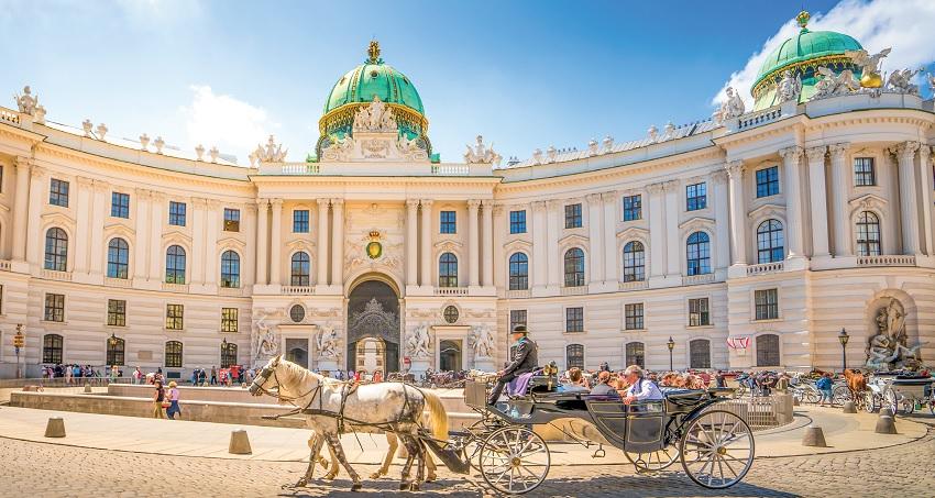 BUDAPEST, BRATISLAVA, PRAGUE, VIENNE